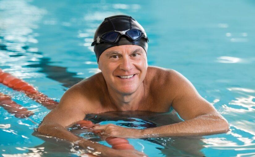 Senior svømmer